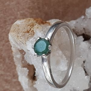 Jewelry - Natural emerald ring size 8